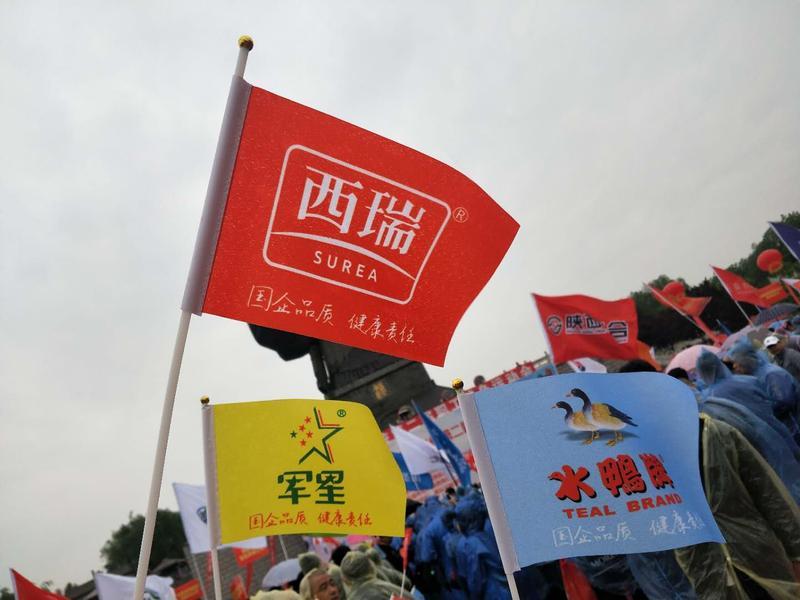 澳门网上赌彩信息2019.5.7《雨中铿锵健步走 初心不忘踏征程》 (6).jpg